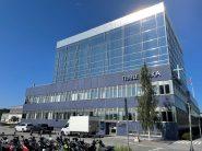 Kansliets kontor finns i Tibble Kyrka i Täby.